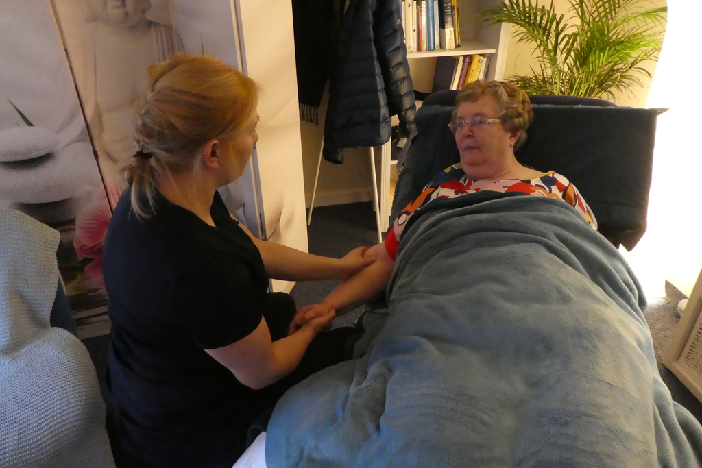 How massage can benefit people affected by dementia